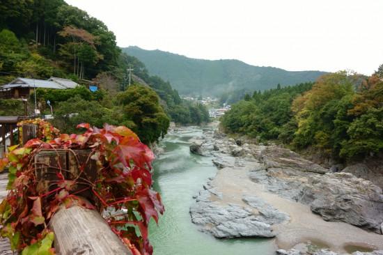 休憩所から見下ろせる川