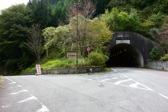伯母谷トンネル入り口