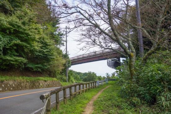 信貴生駒スカイラインの歩道橋