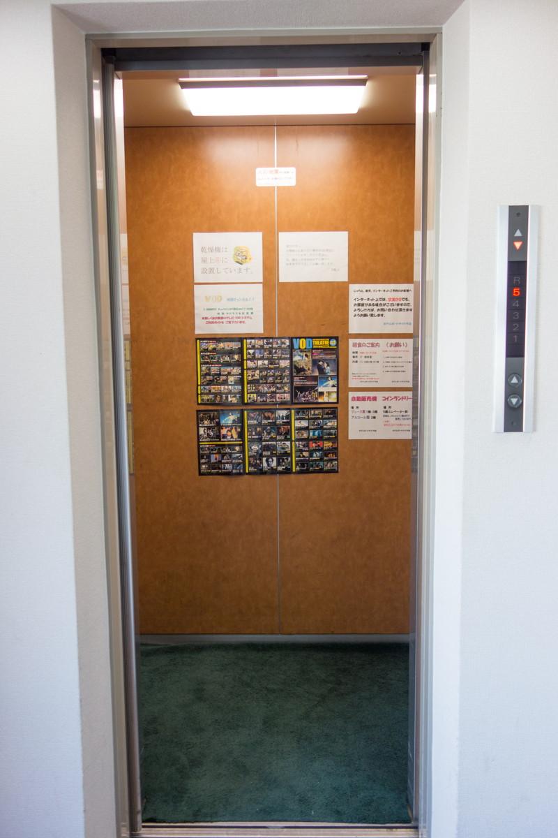 ホテルのエレベーター (画像)