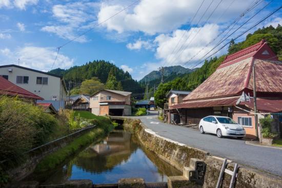 御杖村役場の近くの川