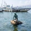 海に浮かぶマーメイド像